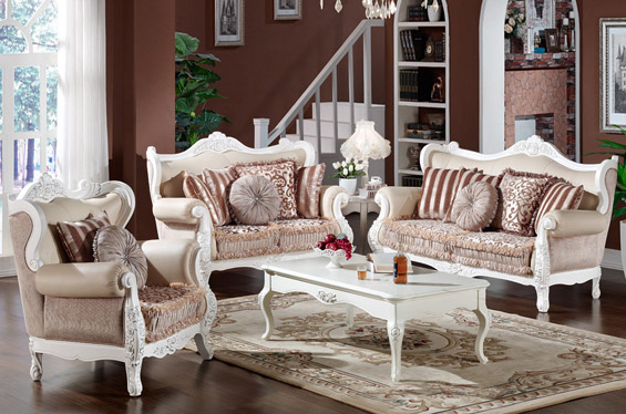 凯撒豪庭家具三人沙发,柔软的沙发身,休闲感强,容易令人体会到家居放松的感觉,可很好的让您放松心情的感受着沙发带给您的舒适之感。沙发顶部有实木雕花,两边扶手柔软细腻,沙发高低合理,沙发脚具有轻快、流动、向外扩展的装饰效果。在使用和存放时,不要使其接触和靠近火源、热源,不放在太阳下长时间暴晒,不放在潮湿的地方,如发现线头松脱,不要用手扯断,用剪刀整齐将之剪平。 凯撒豪庭家具三人沙发参数: